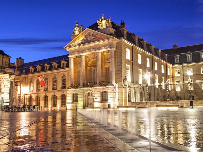 Idéalement entre Dijon et Besançon